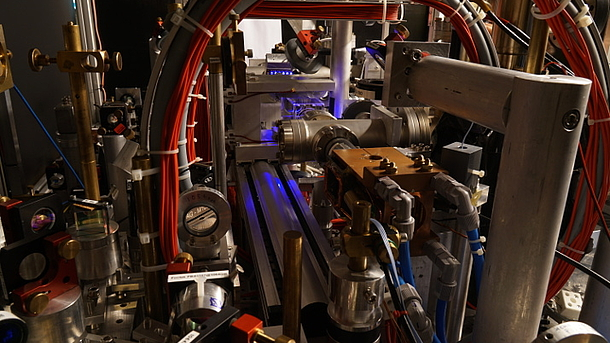 experimental setup of the spinor BEC experiment; there are magnetic coils, a MOT and a active LIAD